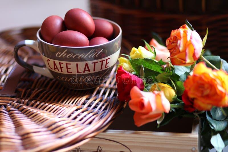 Ostern-Stillleben zu Hause lizenzfreie stockbilder
