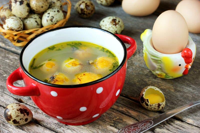 Ostern-Suppe mit Eigelb lizenzfreie stockfotografie