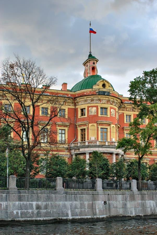 Mikhailovsky Schloss im St. Petersburg stockfotos