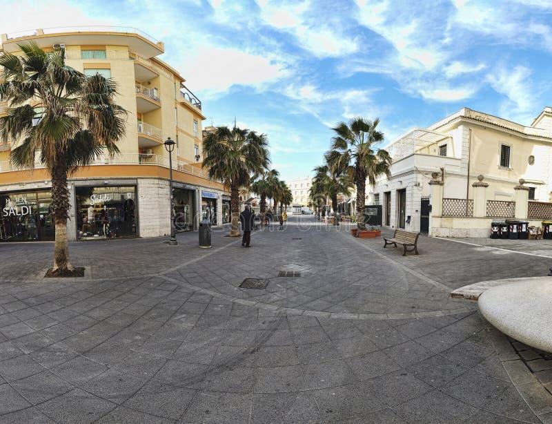 _Ostia Lido Straßeansicht von Anco Marzio Square zu Marina Avenue stockfotografie