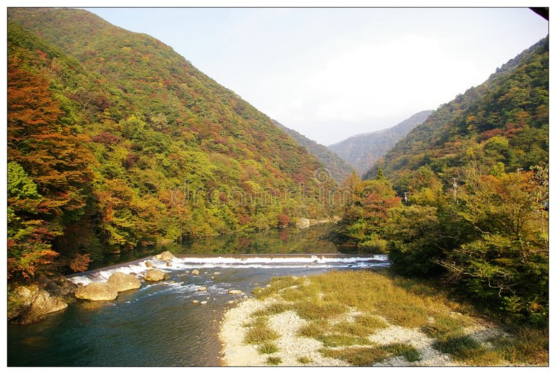 Ostnordjapan-Berg und Flüsse lizenzfreies stockbild