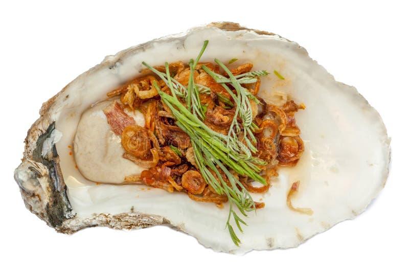 A ostra fresca cobriu com vegetal e molho, asiático saboroso imagens de stock