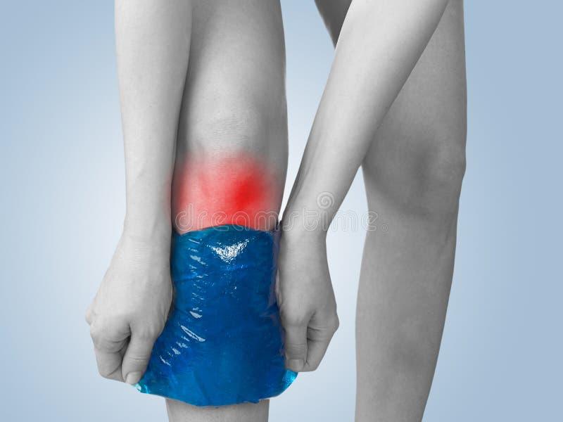 ostra kolana bólu kobieta obrazy royalty free