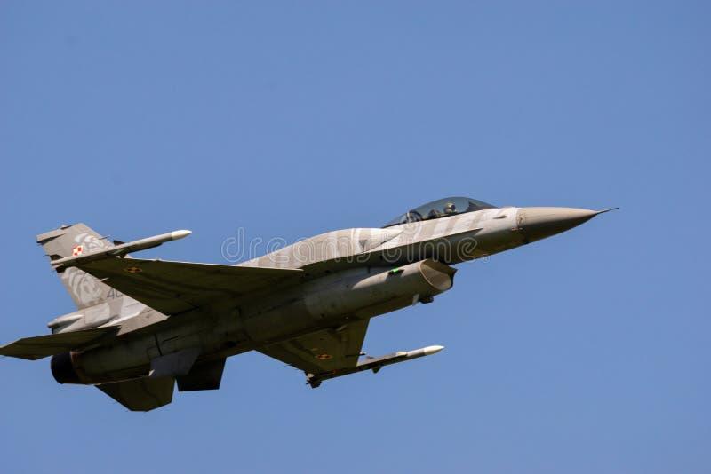 Ostrava, Repubblica ceca settembre 2018: Aeronautica polacca del F-16 degli aerei nella pittura occasionale, durante l'addestrame fotografia stock libera da diritti