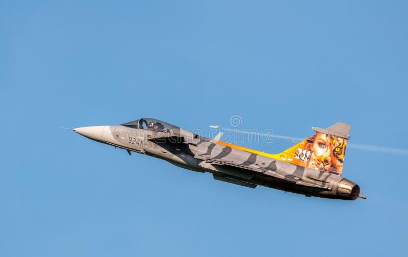Ostrava, Tsjechisch republiek-September 2018: De vliegtuigen van Jasgripen van de Zweedse Luchtmacht in het occasionele schildere royalty-vrije stock fotografie
