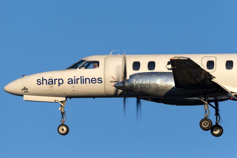 Ostre linie lotnicze Fairchild SA-227 Metroliner VH-MYI na podejściu ziemia przy Adelaide lotniskiem obrazy royalty free