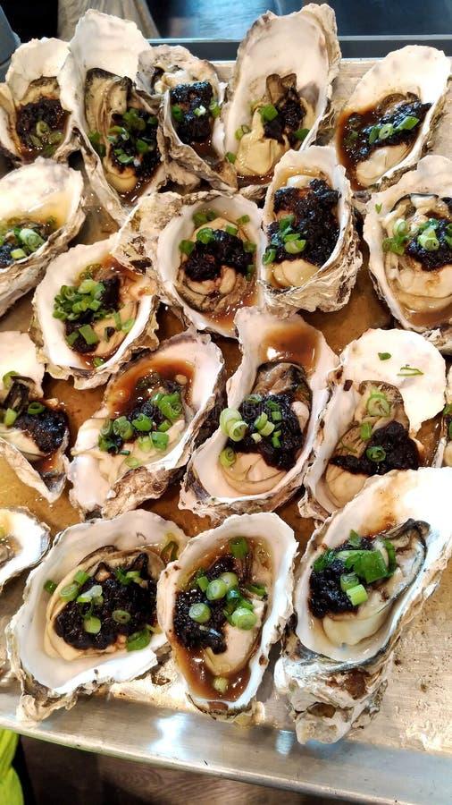 Ostriche cotte a vapore con la salsa del fagiolo nero fotografie stock libere da diritti