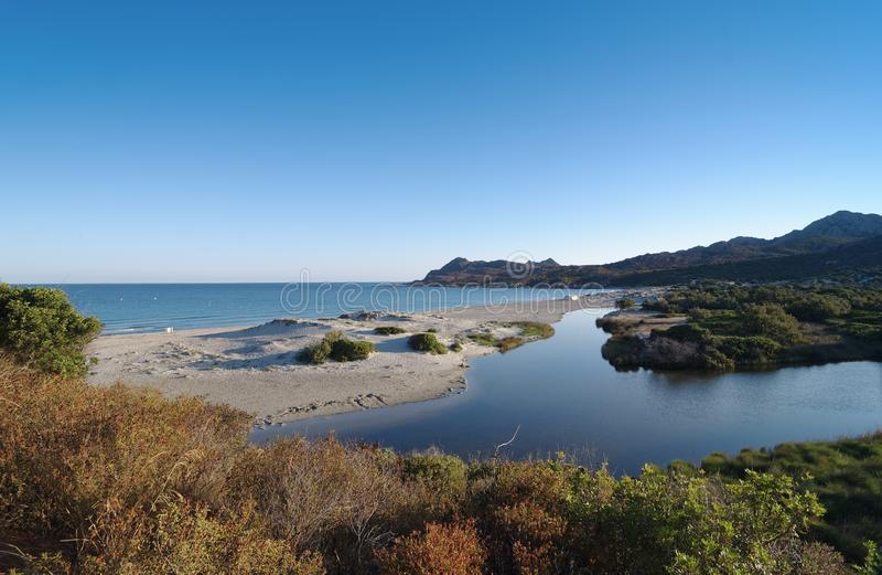 Ostriconi-Fluss in Korsika-Insel stockfotografie