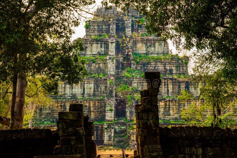 Ostrosłup antyczny powikłany Koh Ker, Kambodża fotografia royalty free
