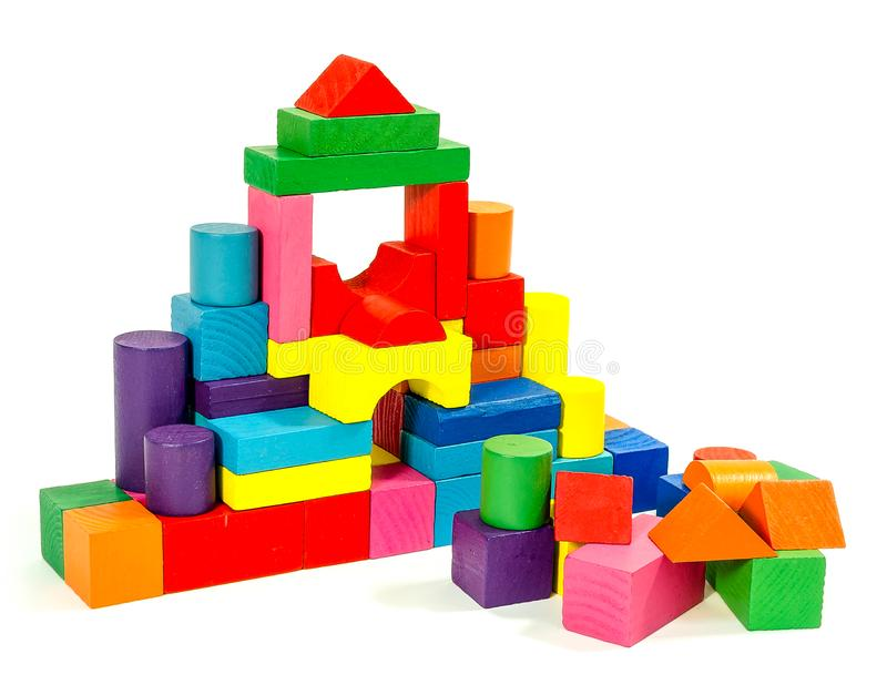 Ostrosłup barwioni drewniani bloki odizolowywający na białym tle obrazy stock