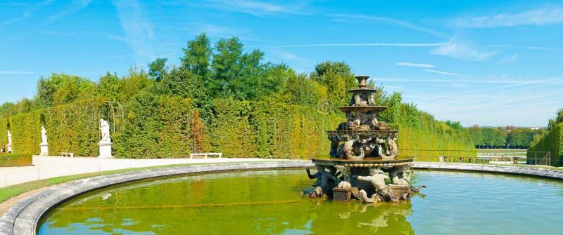 Ostrosłup fontanna w Versailles obrazy royalty free
