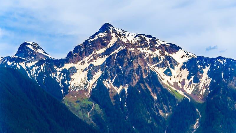 Ostrosłup kształtujący niewygładzony wierzchołek Cheam góra lub Cheam szczyt który góruje nad Fraser doliną kolumbia brytyjska, zdjęcie royalty free