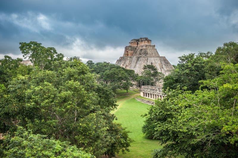 Ostrosłup magik w Uxmal, Jukatan, Meksyk zdjęcie stock