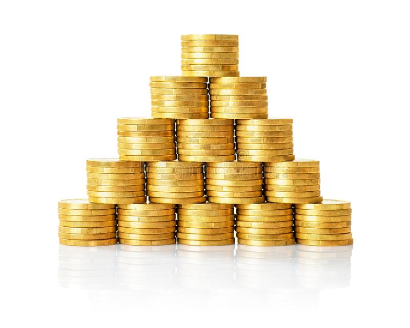 Ostrosłup złote monety na whithe tle zdjęcie royalty free