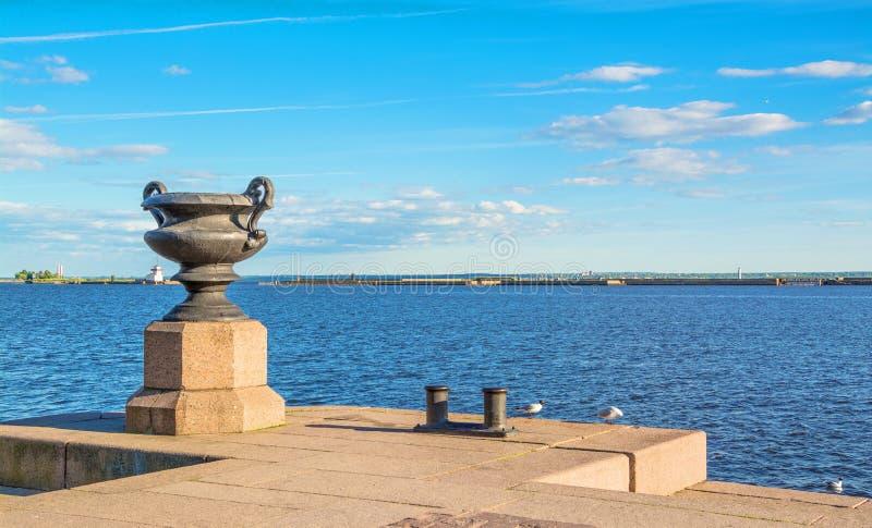 Ostsee in Kronshtadt lizenzfreie stockfotos