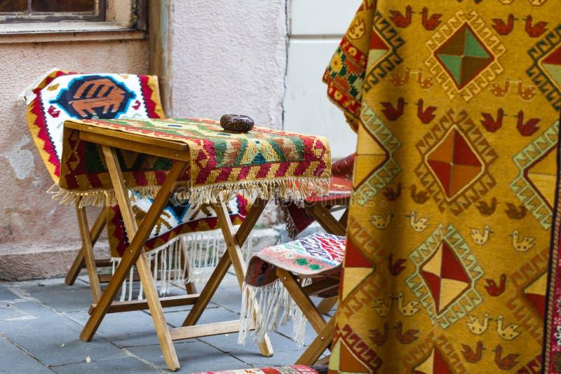 Oststraßeneinkaufen an einem sonnigen Tag lizenzfreie stockfotografie