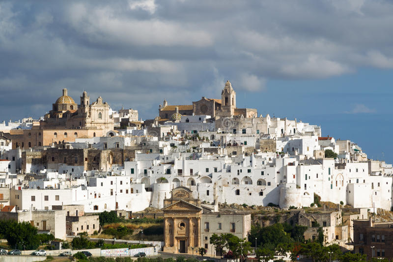 Ostuni La Puglia l'Italie photos stock