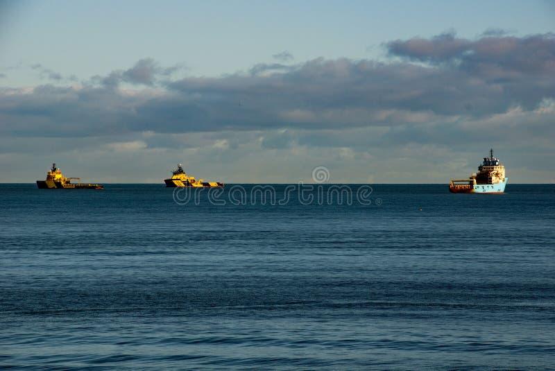 OSVs på ankaret av Aberdeen fotografering för bildbyråer