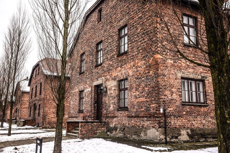 Oswiecim/Polônia - 02 15 2018: Casernas do tijolo, casas de bloco do museu do campo de concentração de Auschwitz imagens de stock royalty free