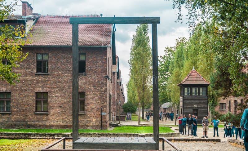 Oswiencim, Польша - 21-ое сентября 2019: Платформа где повиснул в Rudolf 1947 Hoss, командир исполнения  стоковые фотографии rf