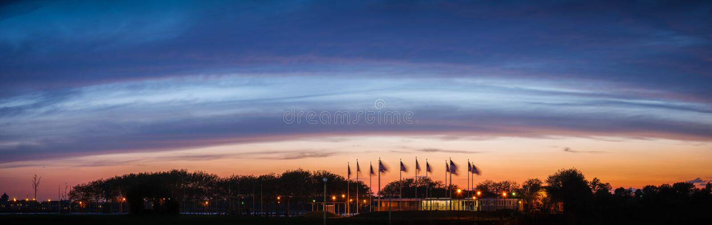 Oszałamiająco błękitna godzina nad Chorągwianym placem, Nowym - bydło zdjęcie stock