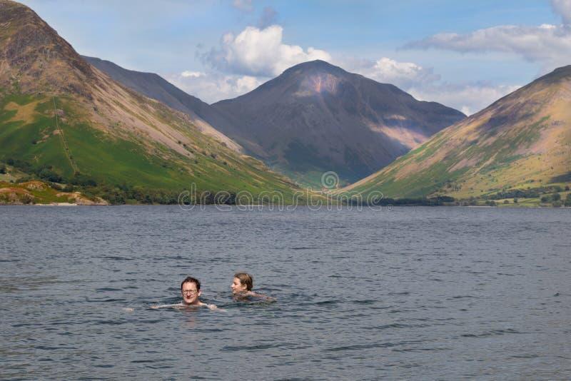 Oszałamiająco krajobrazowy widok Wast woda i powalać w Jeziornym Dist zdjęcia stock