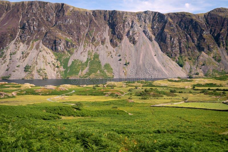 Oszałamiająco krajobrazowy widok Wast woda i powalać w Jeziornym Dist zdjęcia royalty free