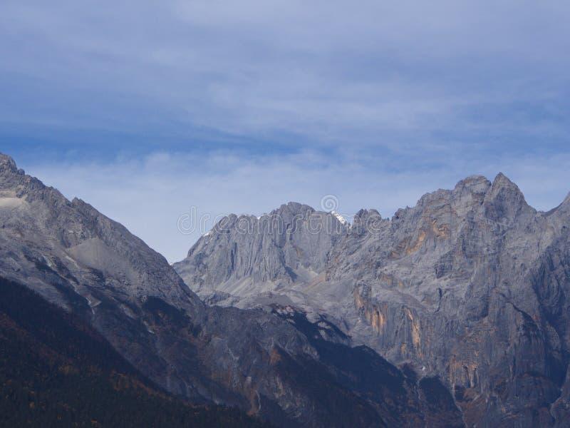 Oszałamiająco widok chabeta smoka Śnieżna góra w Lijiang Yunnan P obraz royalty free