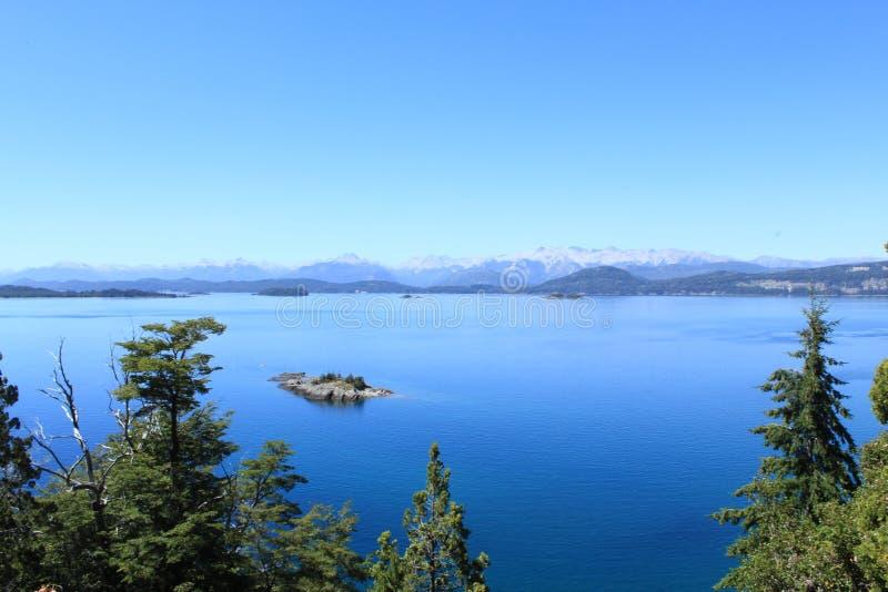 Oszałamiająco widok nad lakelands w Bariloche, Argentyna zdjęcie royalty free