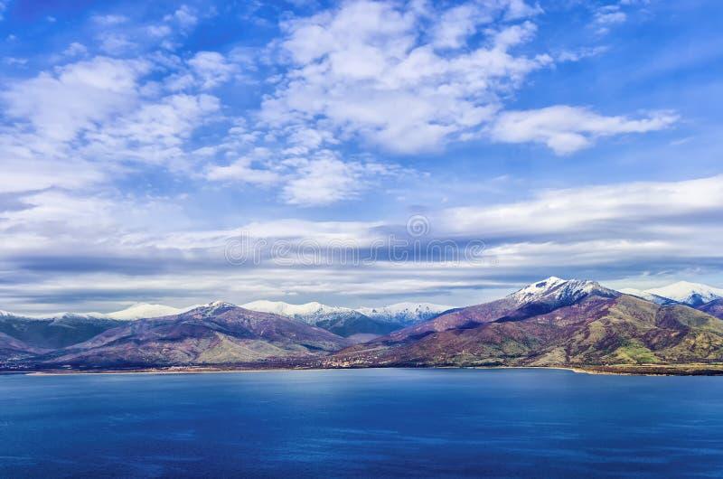 Oszałamiająco widok Prespes jeziora i otaczająca sceneria, Florina, Grecja zdjęcia stock