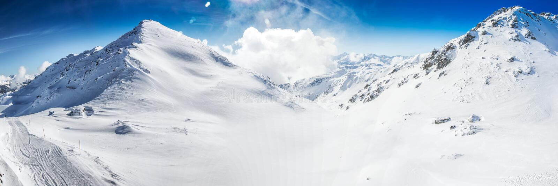 Oszałamiająco widok Tyrolian Alps zakrywający świeżym śniegiem, Zillertal, Austria obraz stock