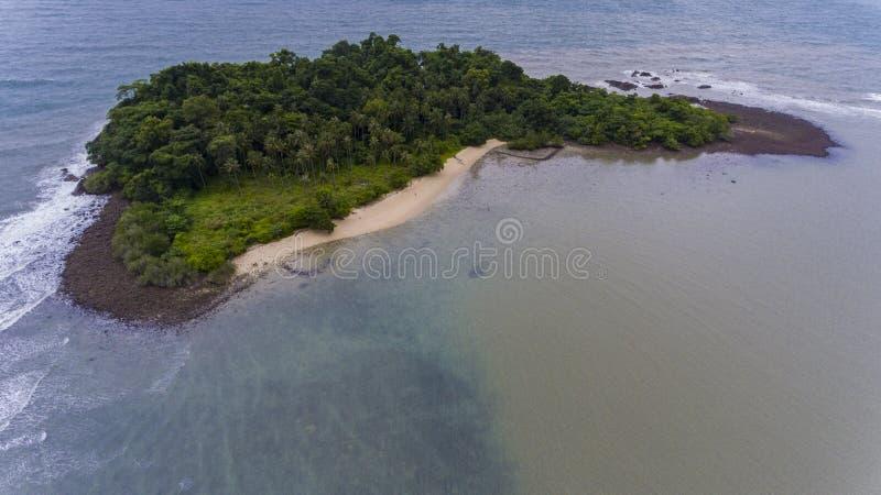 Oszałamiająco wyspa z wybrzeża Koh Chang, Tajlandia zdjęcia stock