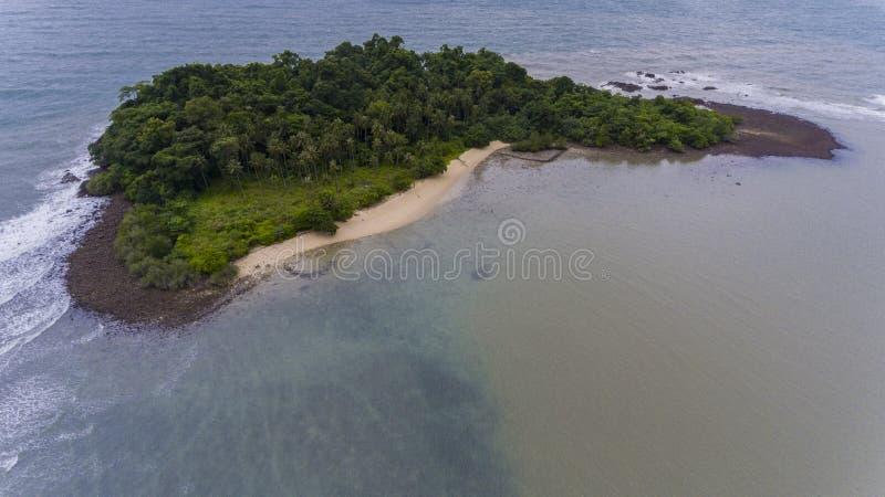 Oszałamiająco wyspa z wybrzeża Koh Chang, Tajlandia fotografia royalty free