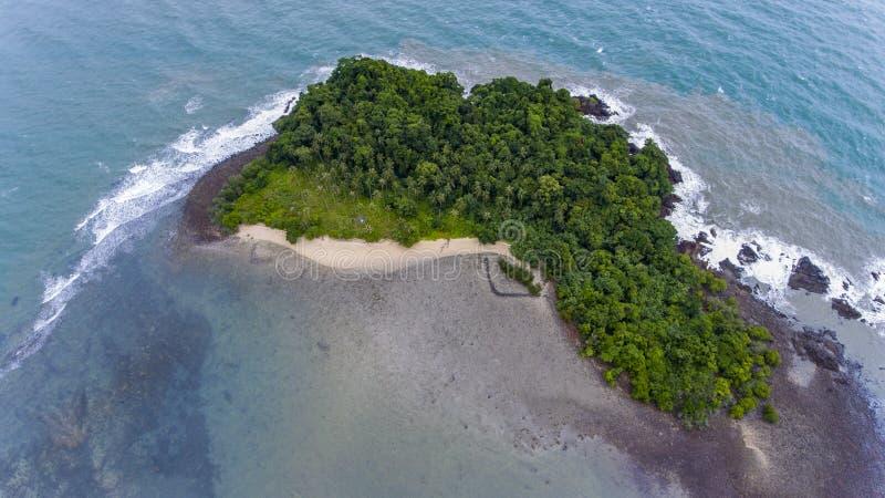 Oszałamiająco wyspa z wybrzeża Koh Chang, Tajlandia obraz stock