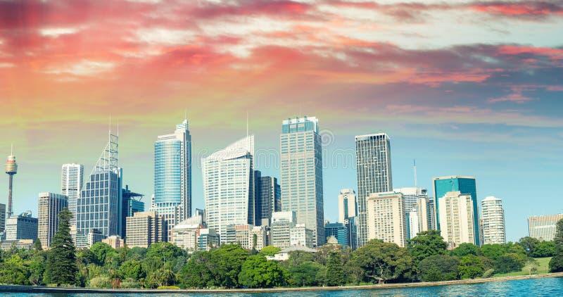 Oszałamiająco zmierzchu widok Sydney linia horyzontu, Australia zdjęcia stock