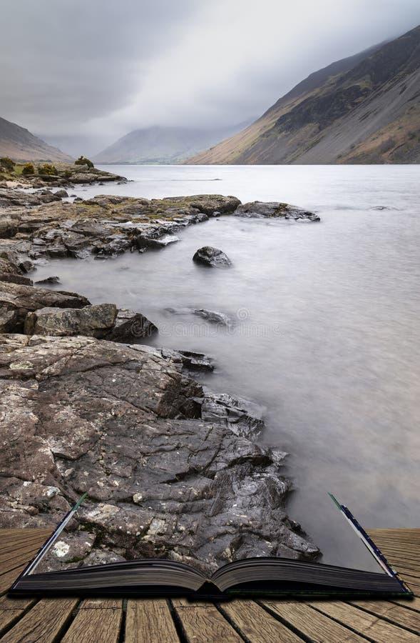 Osza?amiaj?co d?ugi ujawnienie krajobrazu wizerunek Wast woda w UK Jeziornym okr?gu wynika strony w opowie?ci ksi??ce zdjęcia stock