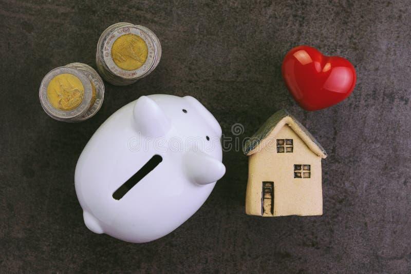 Oszczędzanie kupować domu, kredyta mieszkaniowego, hipoteki i utrzymania koszt, obraz royalty free