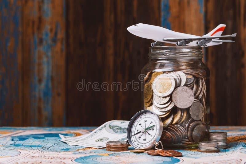Oszczędzanie pieniądze dla podróżnego pojęcia fotografia stock