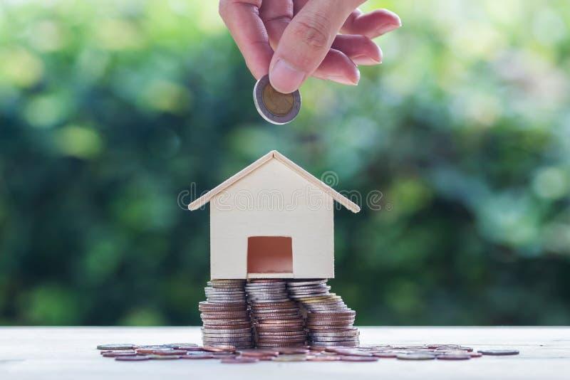 Oszczędzanie pieniądze, kredyt mieszkaniowy, hipoteka, majątkowa inwestycja dla fut obrazy royalty free