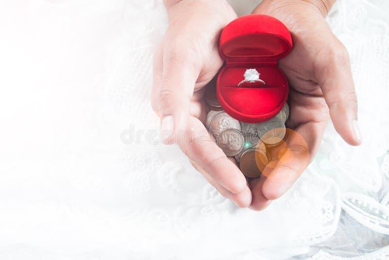 Oszczędzanie pieniądze pojęcie, miłość, para, związek zdjęcia stock