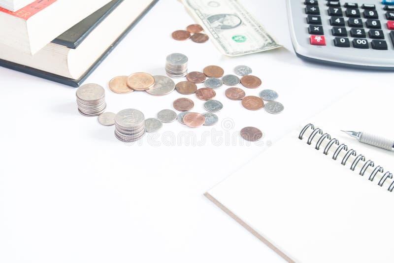 Oszczędzanie pieniądze pojęcie, pieniądze moneta, dolar, kalkulator obrazy royalty free