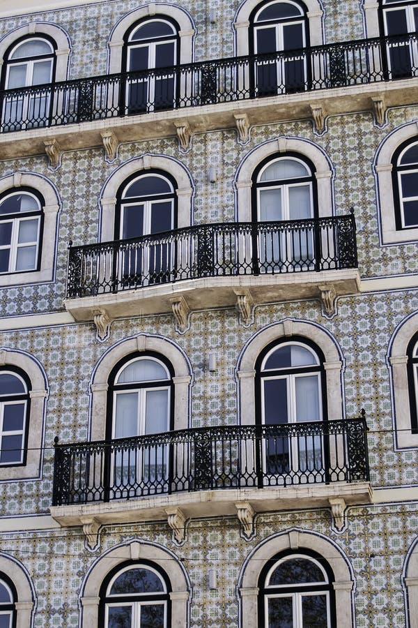 Oszklona dachówkowa fasada i balkony obrazy royalty free