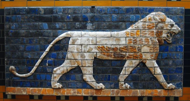 Oszklony panel przedstawia lwa przy muzeum Antyczny Ukierunkowywa Istanbuł archeologii muzeum zdjęcia stock