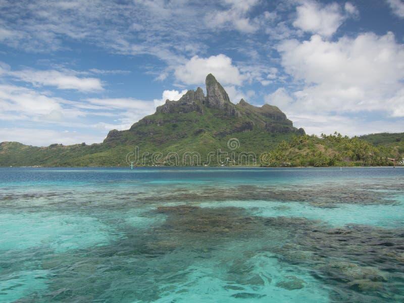 Otemanu da montagem e lagoa tropical fotografia de stock