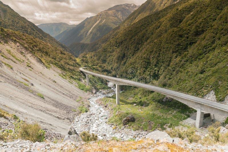 Otira高架桥通行证对高山的arthurs的方式 库存照片