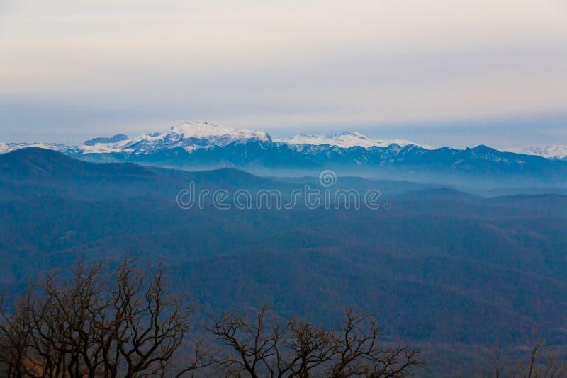 Download Otoño De La Puesta Del Sol De La Montaña Imagen de archivo - Imagen de picos, sano: 42434167
