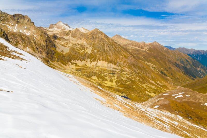 Download Otoño Del Día De La Montaña Foto de archivo - Imagen de impresiones, alza: 42425346