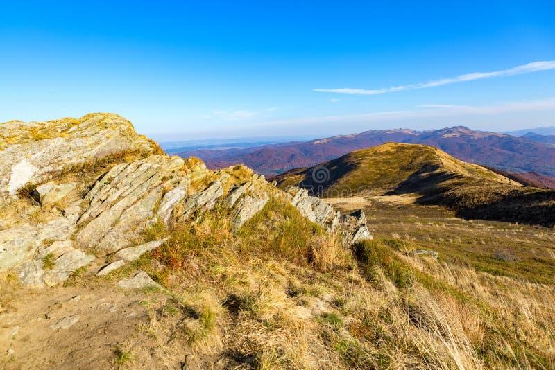 Otoño en Bieszczady - montañas en Polonia fotos de archivo libres de regalías