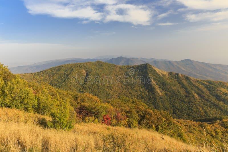 otoño en el paso de Ahsu azerbaijan foto de archivo