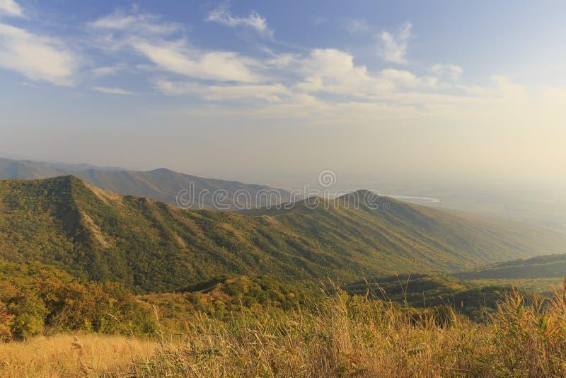 otoño en el paso de Ahsu azerbaijan fotos de archivo
